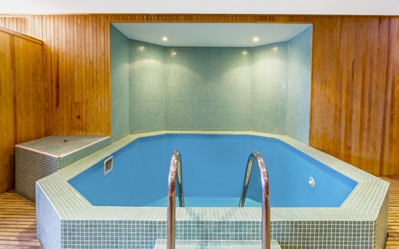 бассейн клиники Рекавери