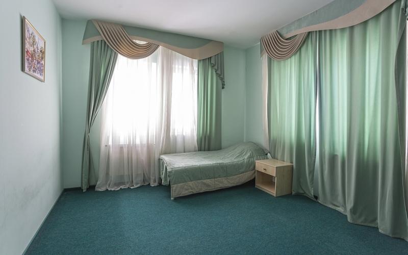 спальня ліжко