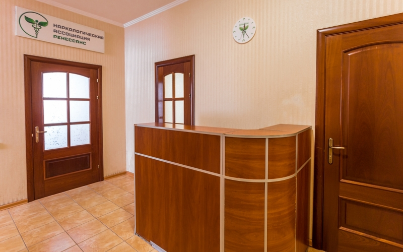 административная стойка клиники Рекавери